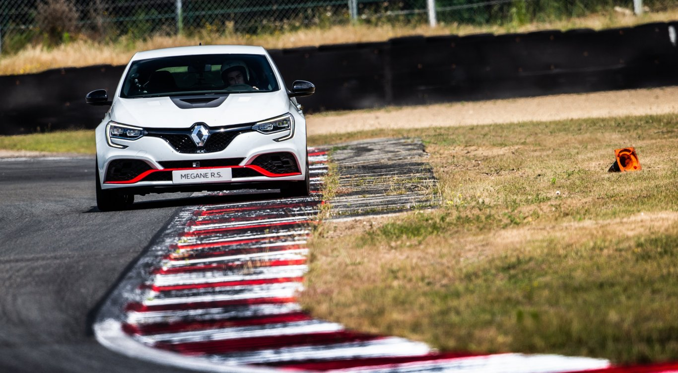 sport cars - News - Discover what makes Mégane R S  Trophy-R